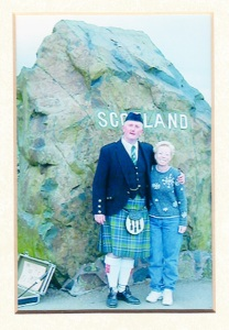 2001 Scotland Bagpipper