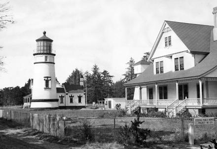 Umpqua Lighthouse and caretakers quarters